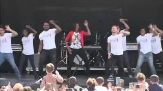 Жена Обамы, Мишель танцует на публике!(Жена Обамы, Мишель танцует на публике, вместе с танцевальной группой., 2015-06-20T05:02:44.000Z)