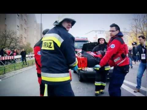 """""""Czerwone stój zielone idź"""" Car accident in center of Warsaw - stunt show 3. 11.11.2012"""