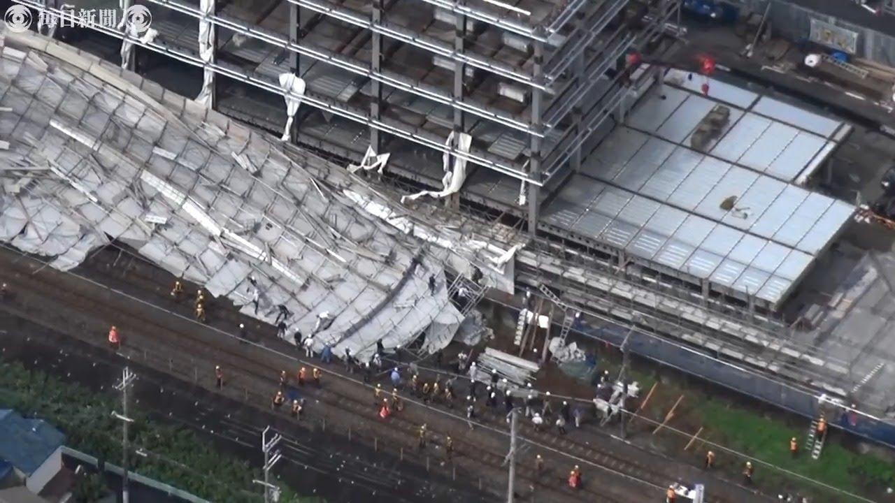 近畿も大雨・強風 工事足場、線路上に倒壊 大阪