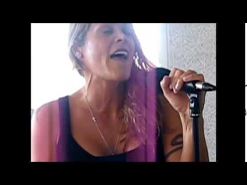 "Beth Hart ""Soul Shine"" - live & unplugged @ TV 2 Radio"