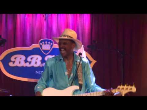 Larry Graham - Medley (Family Affair, Hot Fun, Everyday People, Dance to the Music, etc.)
