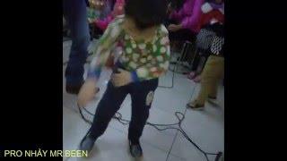 """Bé 4 tuổi  Pro Trần Tiến Thành """"nổi như cồn"""" vì nhảy giống Mr Been - Thần đồng nhí nhảy siêu kute"""