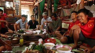Bữa Cơm Cùng Anh Em Ở Hà Nam Lên Thăm Gia Đình | Hoa Ban Tây Bắc