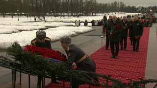 В России отмечают годовщину снятия блокады Ленинграда.