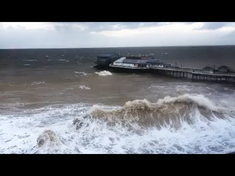 Big waves hit the coast of Cromer, United Kingdom (Jan 8, 2019)
