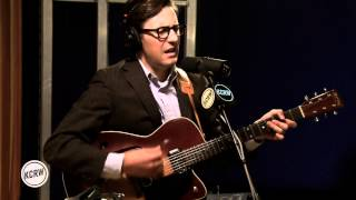 Nick Waterhouse performing