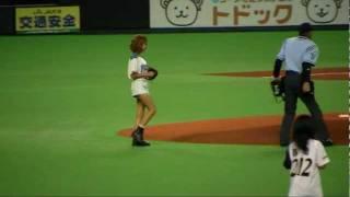 2011/8/20「好きだからで」お馴染みのBENIちゃんが札幌ドームで始球式を...