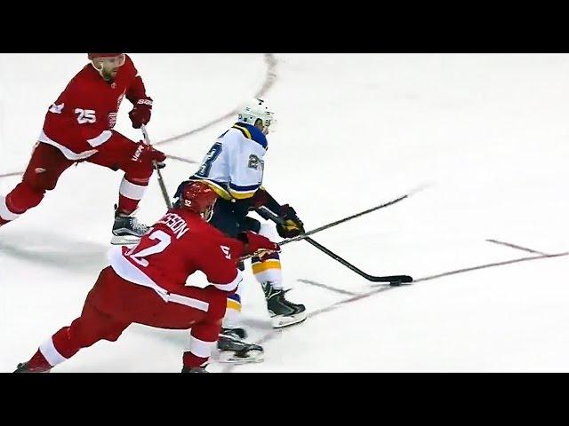 Jaskin splits the defense to beat Mrazek