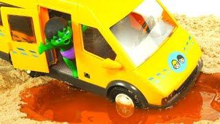 SUPERHERO BUS GET STUCK IN THE MUD ❤ SUPERHERO PLAY DOH CARTOONS FOR KIDS