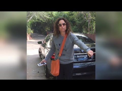 Watch Minnie Driver Flip Out On Neighbor Over Shared Driveway Feud