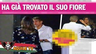 Ezio Greggio paparazzato a Milano insieme alla giovane modella Romina Pierdomenico