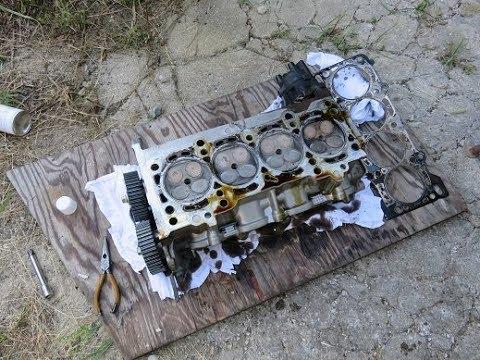 カペラのシリンダーヘッド取り外し(Remove Cylinder Head Of Mazda Capella)