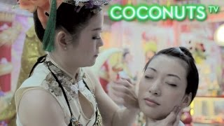 """Slap me silly! Tortured Beauty tries traditional """"Face Patting Therapy"""" in Bangkok"""
