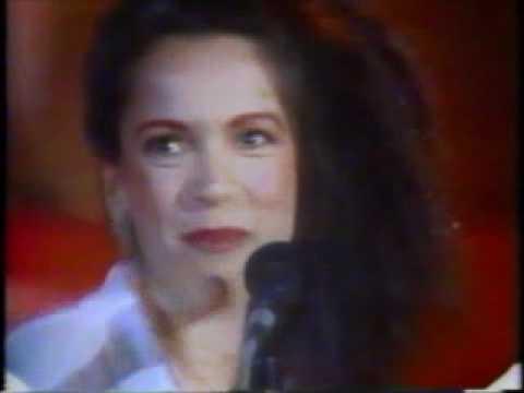 """Tete Espíndola """"Escrito nas Estrelas"""" no Chacrinha em 1985"""