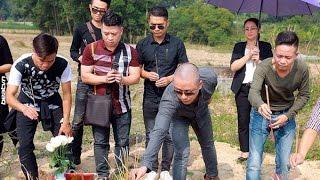 49 ngày Đạt Cỏ, Tuấn Hưng đến tận mộ thắp nhang chia buồn - Tin Tức Sao Việt