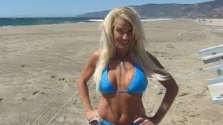 Blonde Babe in Bikini | celebritychaos.tv