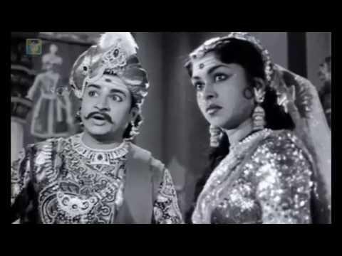 Kitturu Chennamma Kannada Movie | Chennamma gets angry on cunning people | M V Rajamma