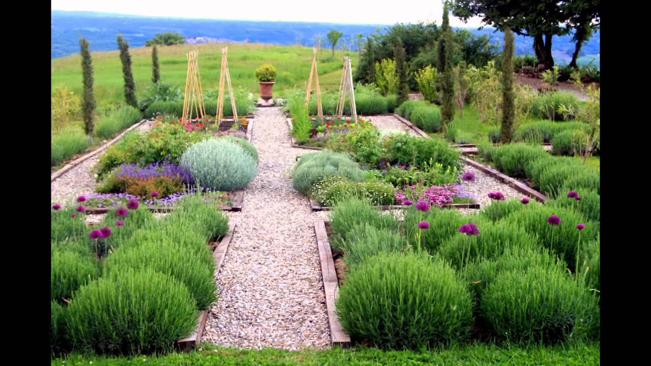 Alluring Farmhouse Landscape Designs and Plans for Country ...