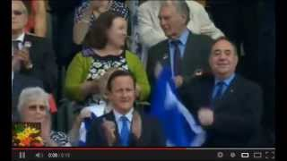 Alex Salmond waves Scottish flag after Murray win