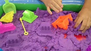 Обзор.Цветной кинетический песок Очень залипательное видео!!