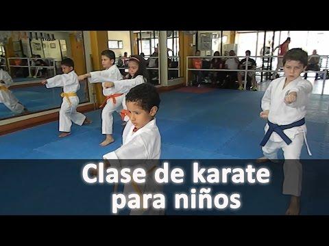 Clase de karate para niños