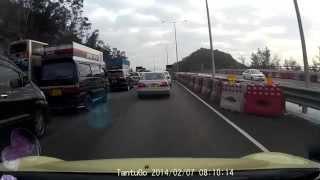 香港公路奇觀 屯公無品中港牌 sk2428 粵z 346c港 惡劣駕駛態度一例子