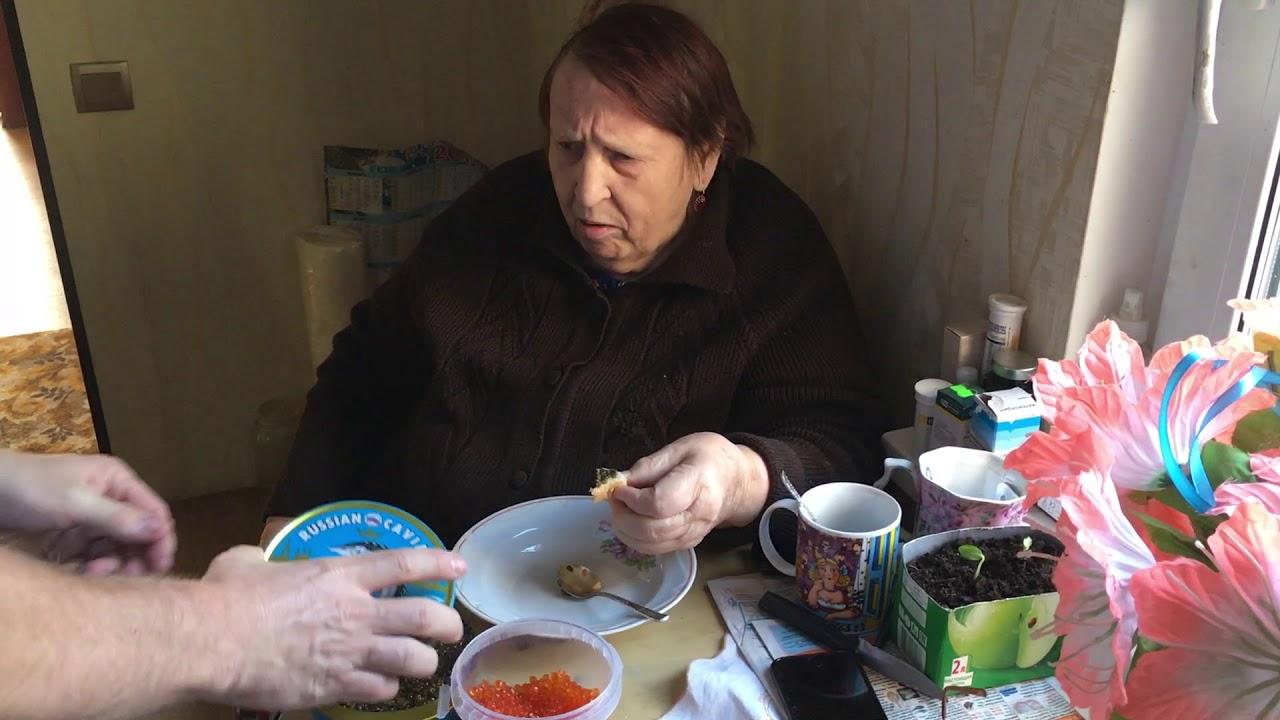 #икра #осетр #бабушка Бабушка первый раз пробует ЧЕРНУЮ ИКРУ за 500 евро