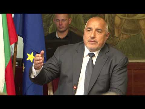 """Бойко Борисов: В сферата на енергетиката България е инвестирала 5-6 милиарда за газопреносната си система, 80% от всички компресори на Балканите са у нас, най-добрите. Не можем да позволим страната да се превърне само в клиент след проекти като """"Турски поток"""" и трябва да запазим стратегическото си място за транзит на газ, с европейския газов хъб """"Балкан"""" ще може да се доставя газ от всякакви източници. Това е политиката ми, която следвам неотлъчно, защото иначе България ще остане само клиент."""