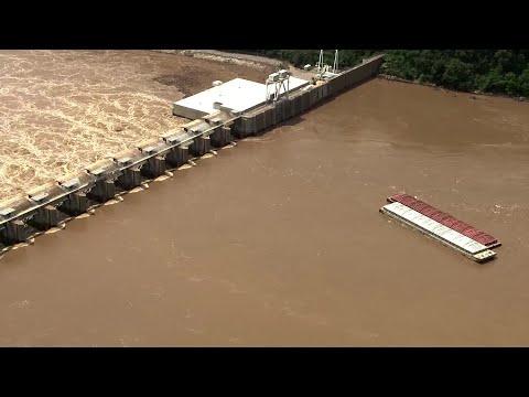 Barges strike Arkansas River dam