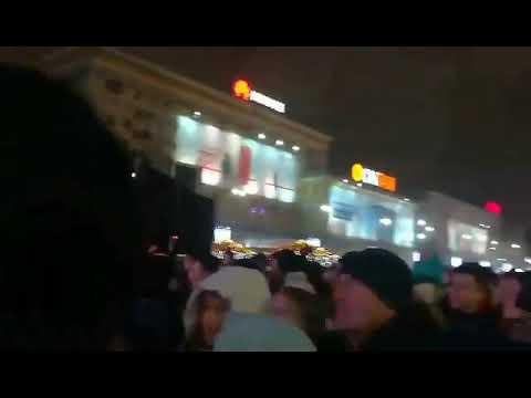 В Новогоднюю ночь на центральной площади Харькова выступил Винник (видео)
