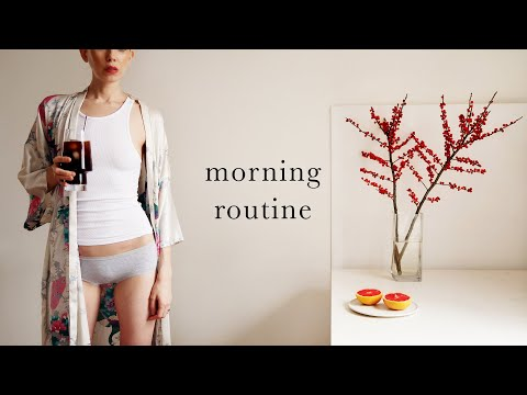 MY COSY WINTER MORNING ROUTINE – (healthy gingerbread breakfast / barre class / vegan skincare favs) thumbnail