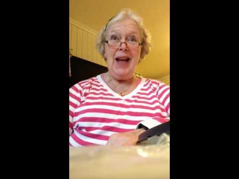 Mormor synger Rosenborgsangen til ære for Peder Halgunset