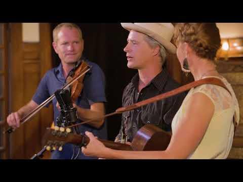 Foghorn Stringband - Roll On Buddy, Roll On