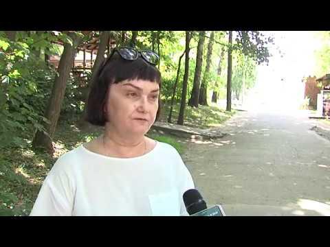 Чернівецький Промінь: Безпечний відпочинок.  Вперше чернівецькі парки  обробили  від кліщів