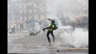 """""""Civil War Atmosphere"""" as Yellow Jackets, Riots, & Chaos cause Paris to burn"""