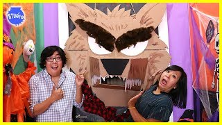 Baixar Halloween Scary Monster Door Decorating Challenge!!!