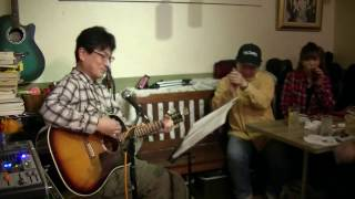送別会を兼ねた新春歌合戦でアコギ弾き語りました。