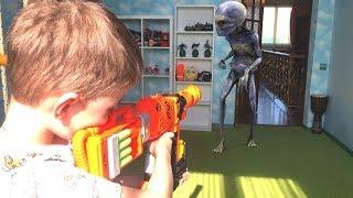 Nerf Game Bogdan VS Alien invasion in house Нерф Игра Богдан против инопланетянина вторжение в дом