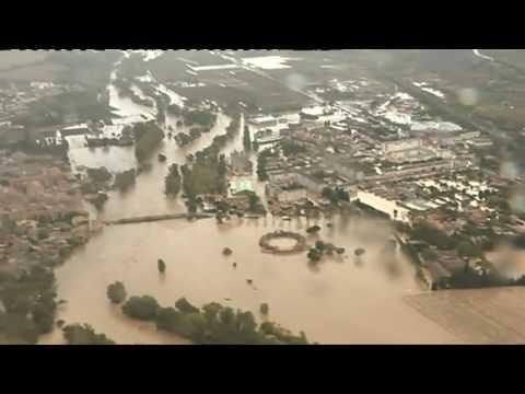 VIDEO - Les impressionantes images aériennes des inondations dans l'Aude