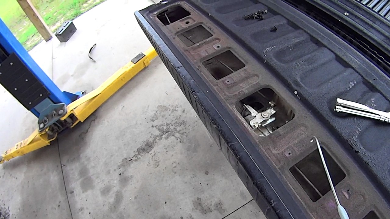 How to open a stuck tailgate (2008 Dodge Ram)