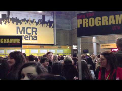 Outside Manchester Arena (Believetour) 22nd of february 2013