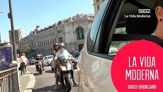 En taxi y en moto por la Gran Vía #LaVidaModerna