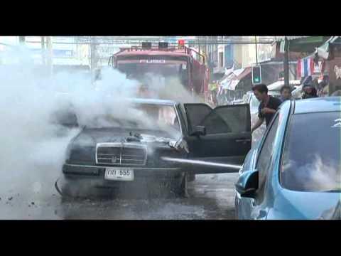 ไฟไหม้รถเบนซ์สามชีวิตรอดหวุดหวิด