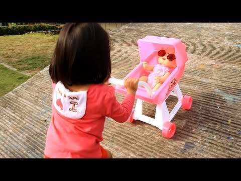 Little Girl Pushing Pink Stroller Baby Alive - Donna The Explorer - 동영상