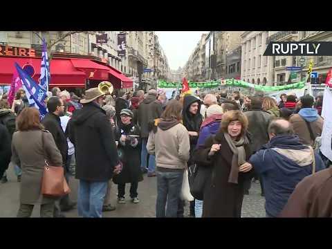 Marche nationale contre la politique d'Emmanuel Macron à Paris