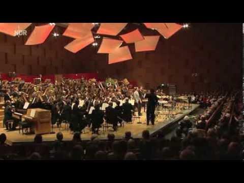 Rot... Konzert für Solo-Percussion und großes Orchester