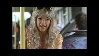 Rollstuhlfahrer im Bus