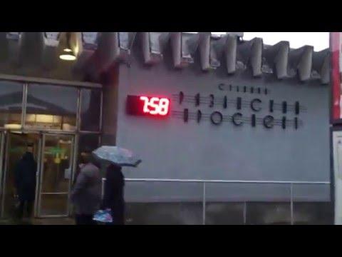 Ломают ларьки-магазинчики у метро РЯЗАНСКИЙ ПРОСПЕКТ