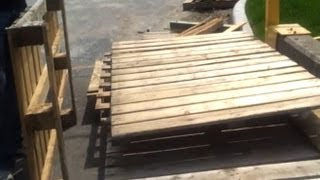 Free reuseable wood from old pallets