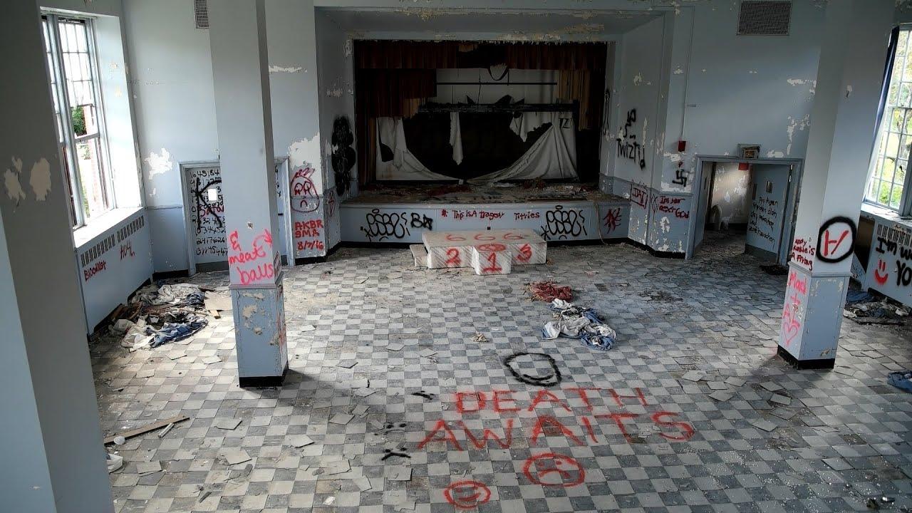 ABANDONED HOSPITAL Found Amazing Room